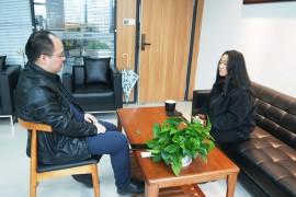 牛盾网络CEO高春龙接受《杭州日报》记者采访